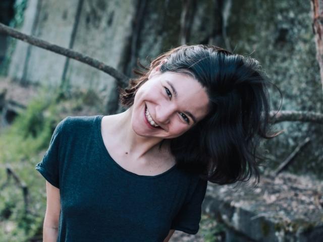 Justine Petitjean comédienne de théâtre et voix off