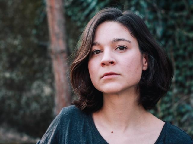 Justine Petitjean comédienne théâtre et voix off